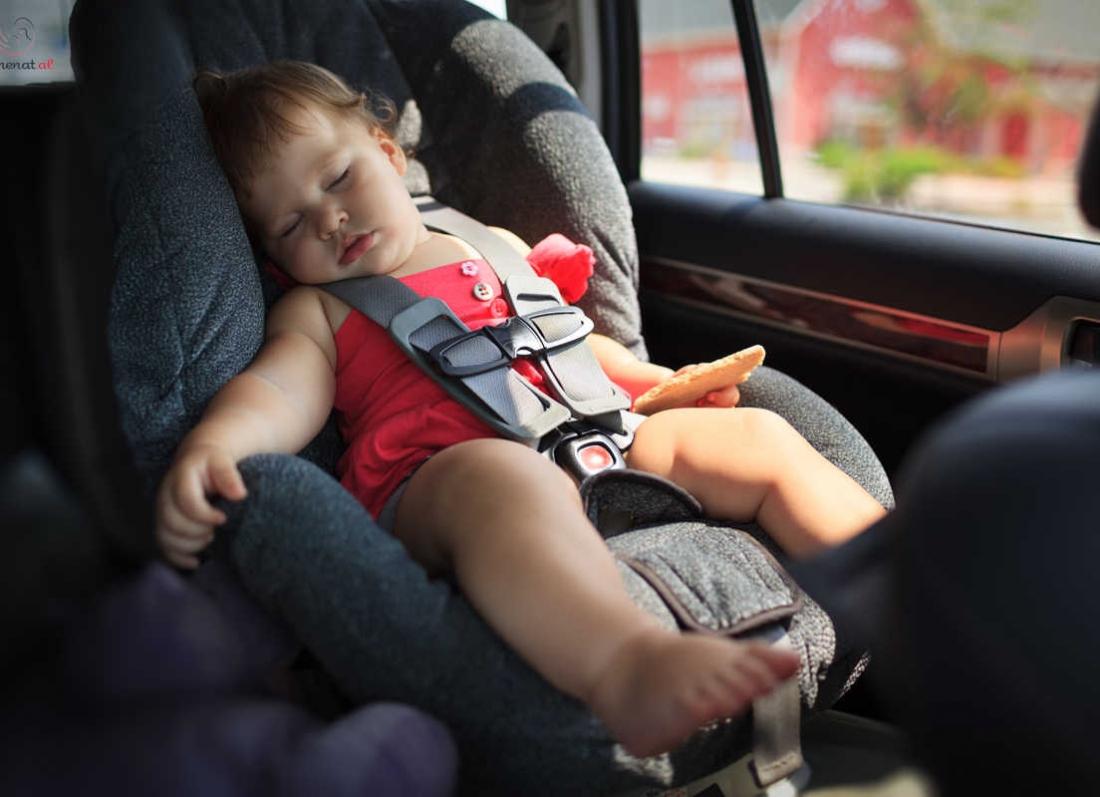 gjumi i femijes ne makine