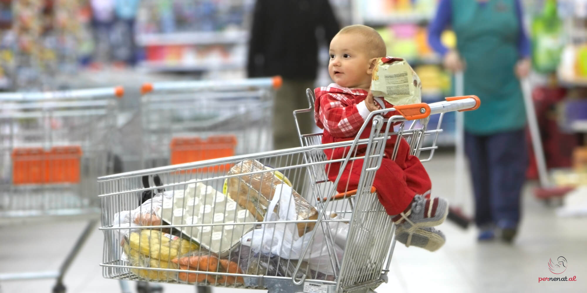 femija ne karrocen e supermarketit, siguria
