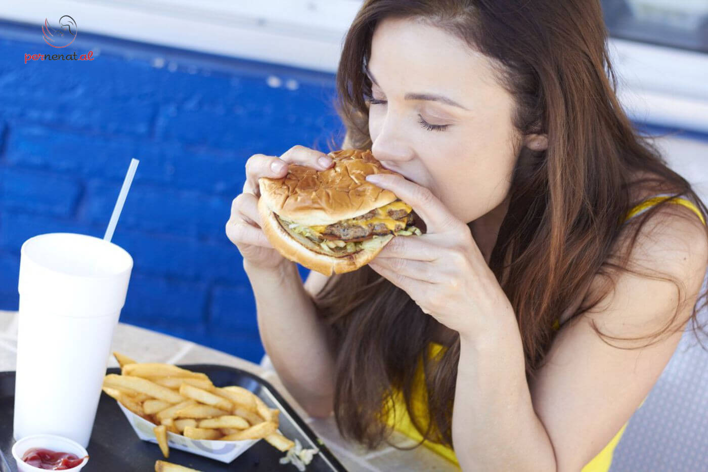 A duhet te shmanget ushqimi i rruges ne shtatzani?