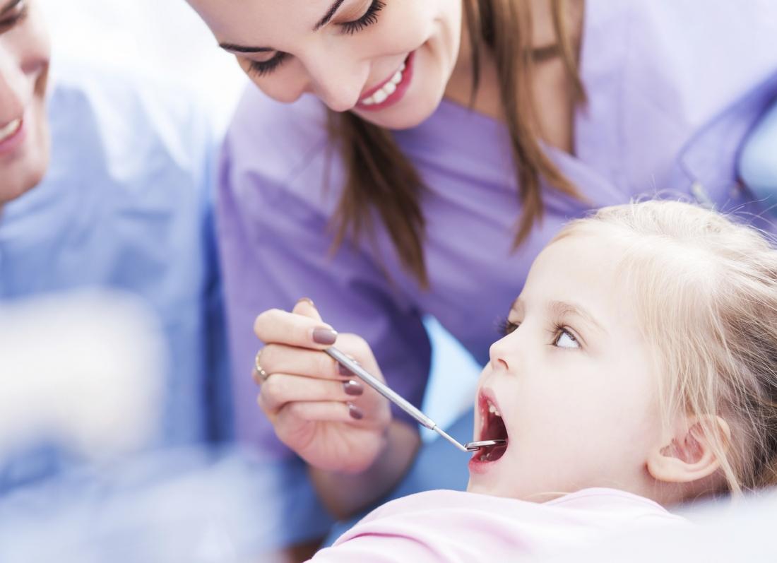 femija te dentisti dhembet