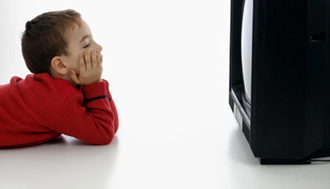 sa televizor mund te shikojw nje femije 2 vje car