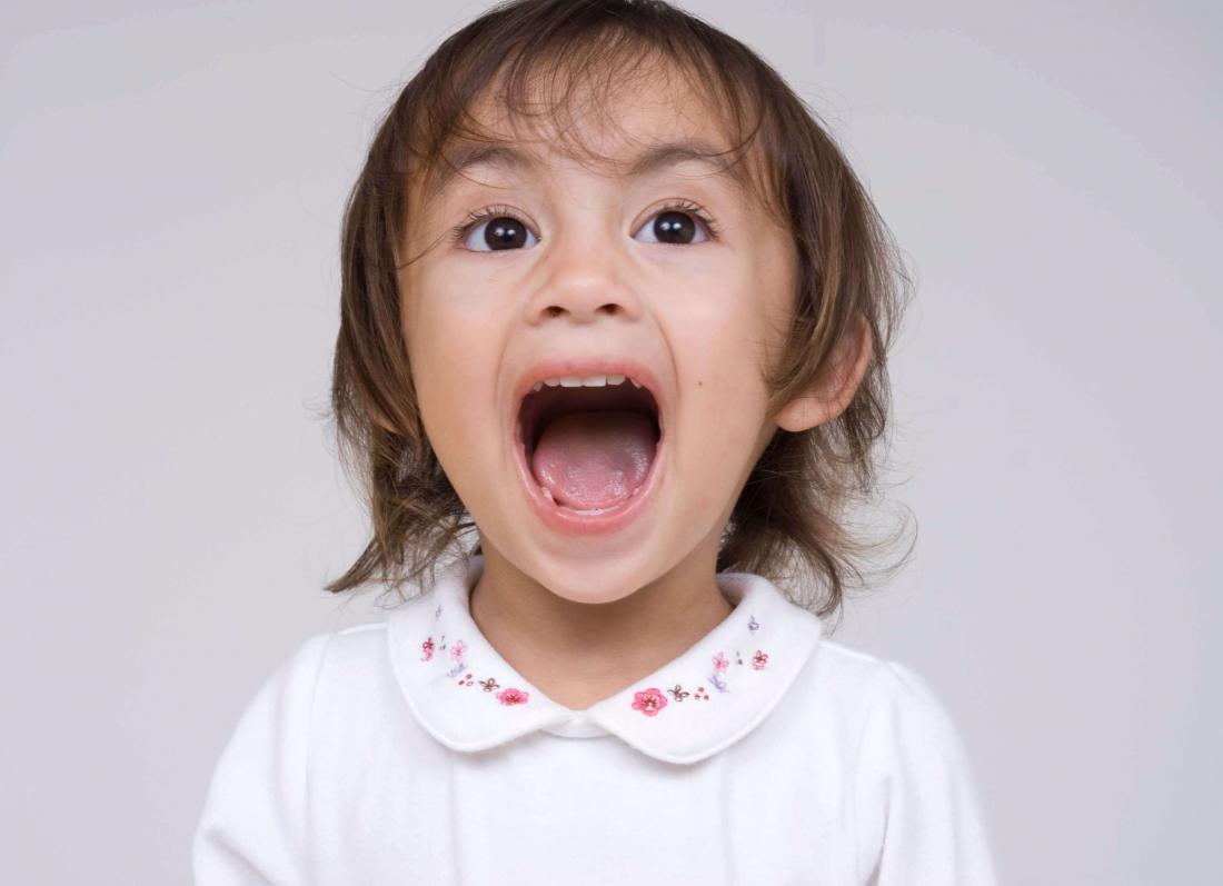 femija 1 vjec duke bertitur, femija bertet shume