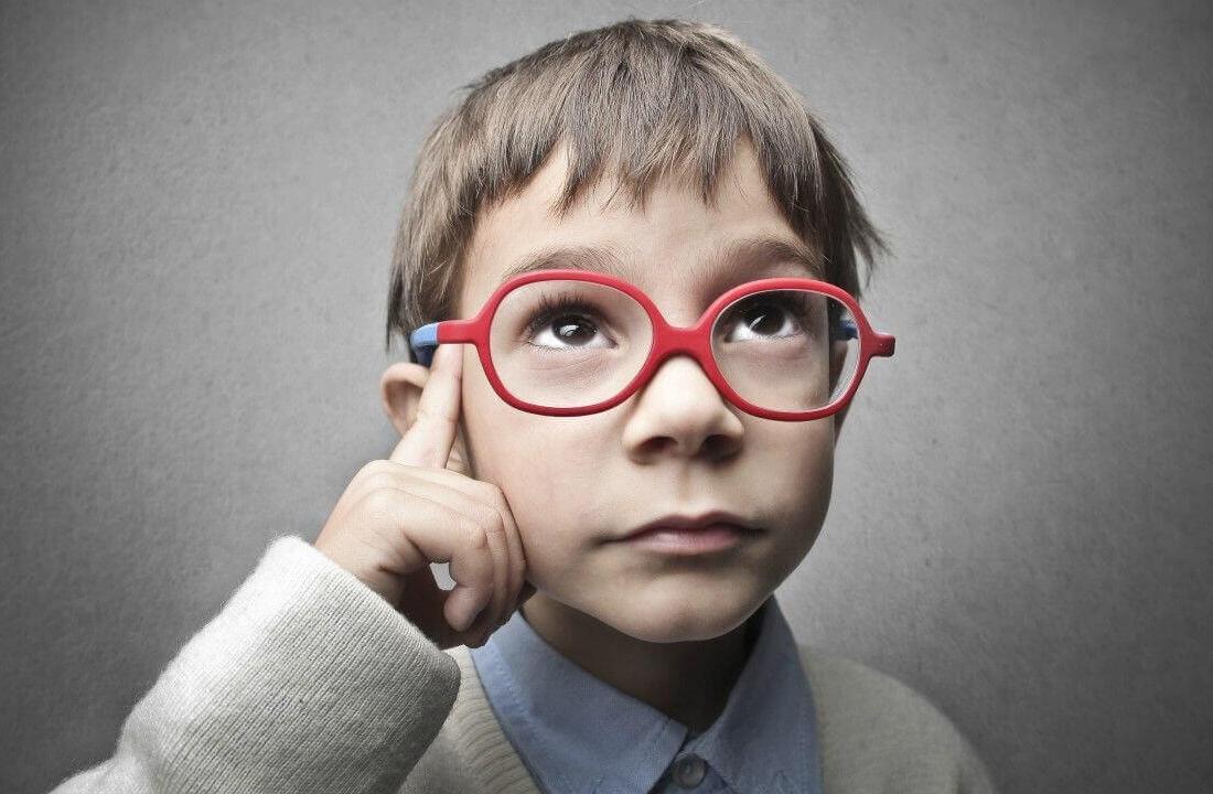 miopia te femijet, probleme me shikimin, qendrimi ne diell