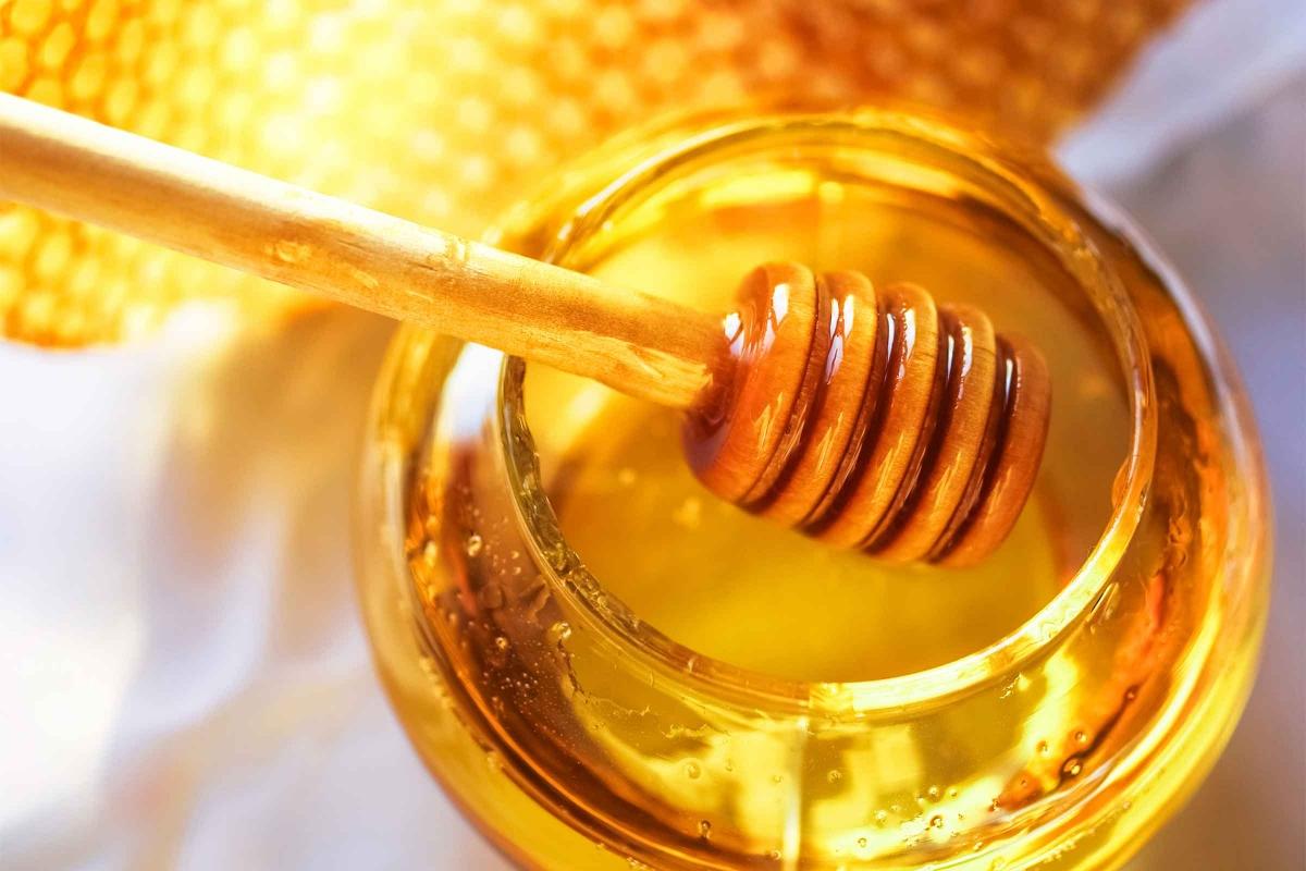 mjalti, kolla e femijeve, a mund te kuroje mjalti kollen e femijeve