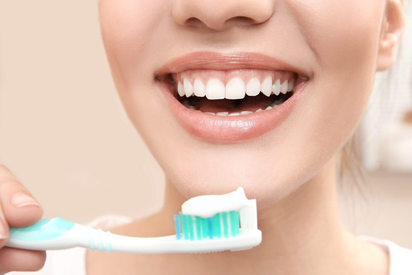 menyra e duhur e larjes se dhembeve, si ti pastroj dhembet ne menyren e duhur, filli dentar