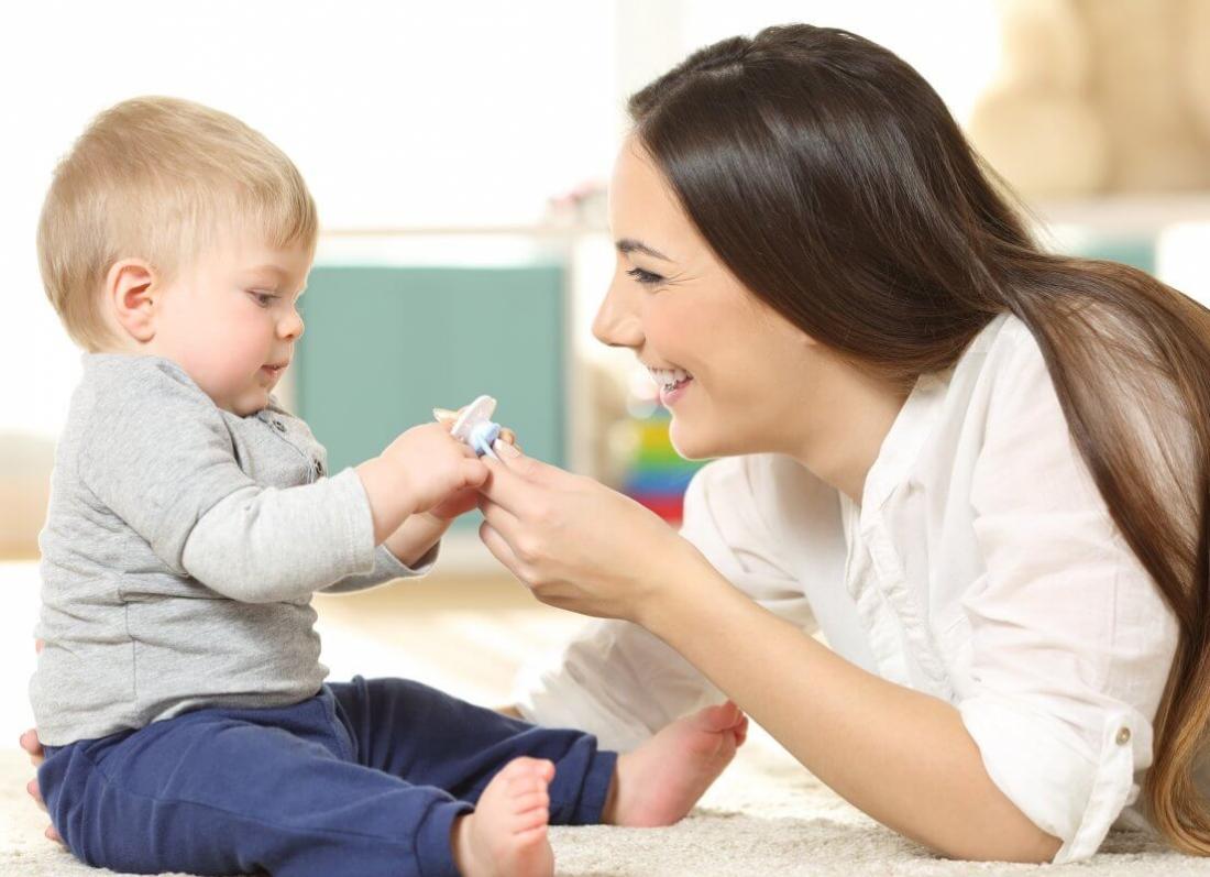 si te pastrojme cucon e femijes, a mund te fus ne goje cucon e femijes, peshtyma e nenes