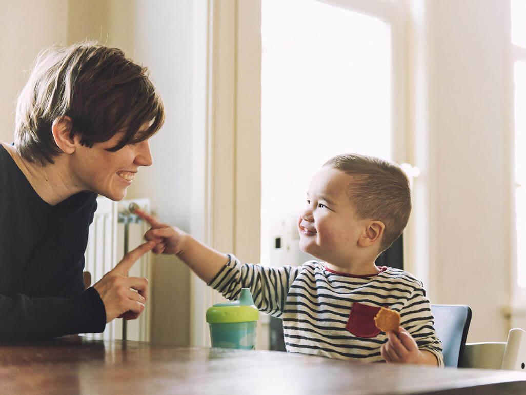femija nuk shprehet dot me fjale, si ta ndihmoj femijen te shprehet, fjale, komunikim