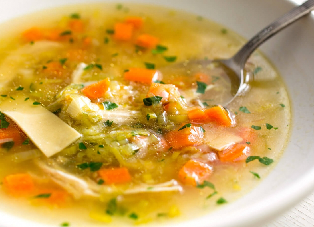 supe pule, si te pergatisim supe pule, a e sheron te ftohtin supa e pules