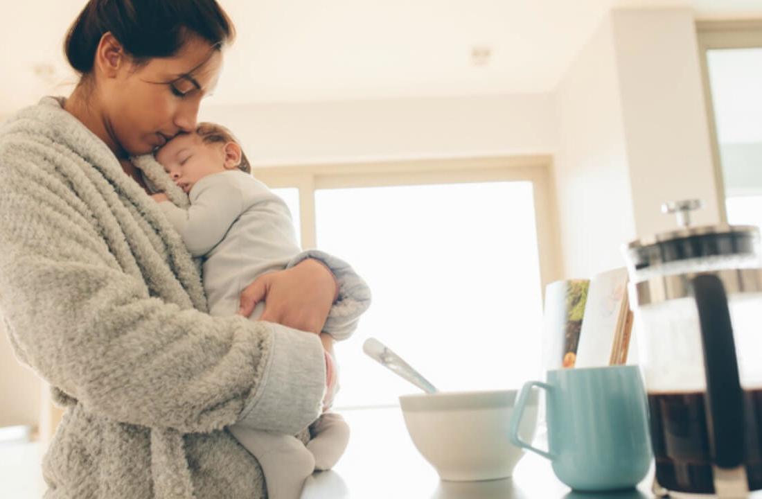 bebi qan, kur e vendosni beben ne gjume, femija ne gjume, femija nuk shkeputet nga nena