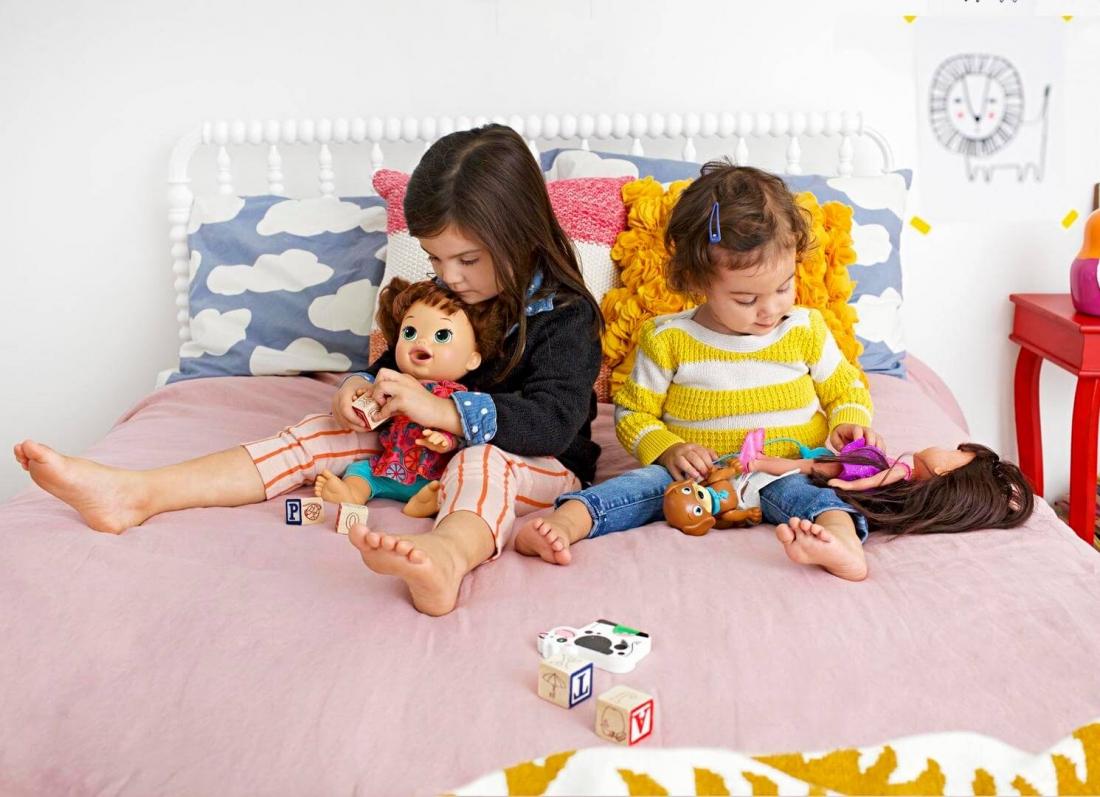 femijet dhe kukullat, femija im nuk i pelqen kukullat, muk luan me kukulla, frike nga kukullat