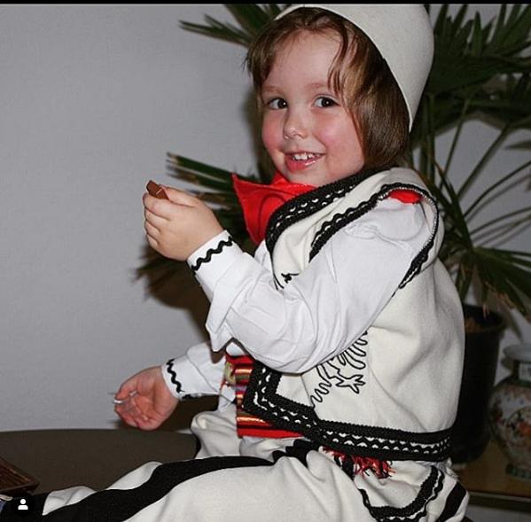Gëzuar Kurban Bajramin dhe fëmijët e personazheve të famshëm shqiptarë/ FOTO0